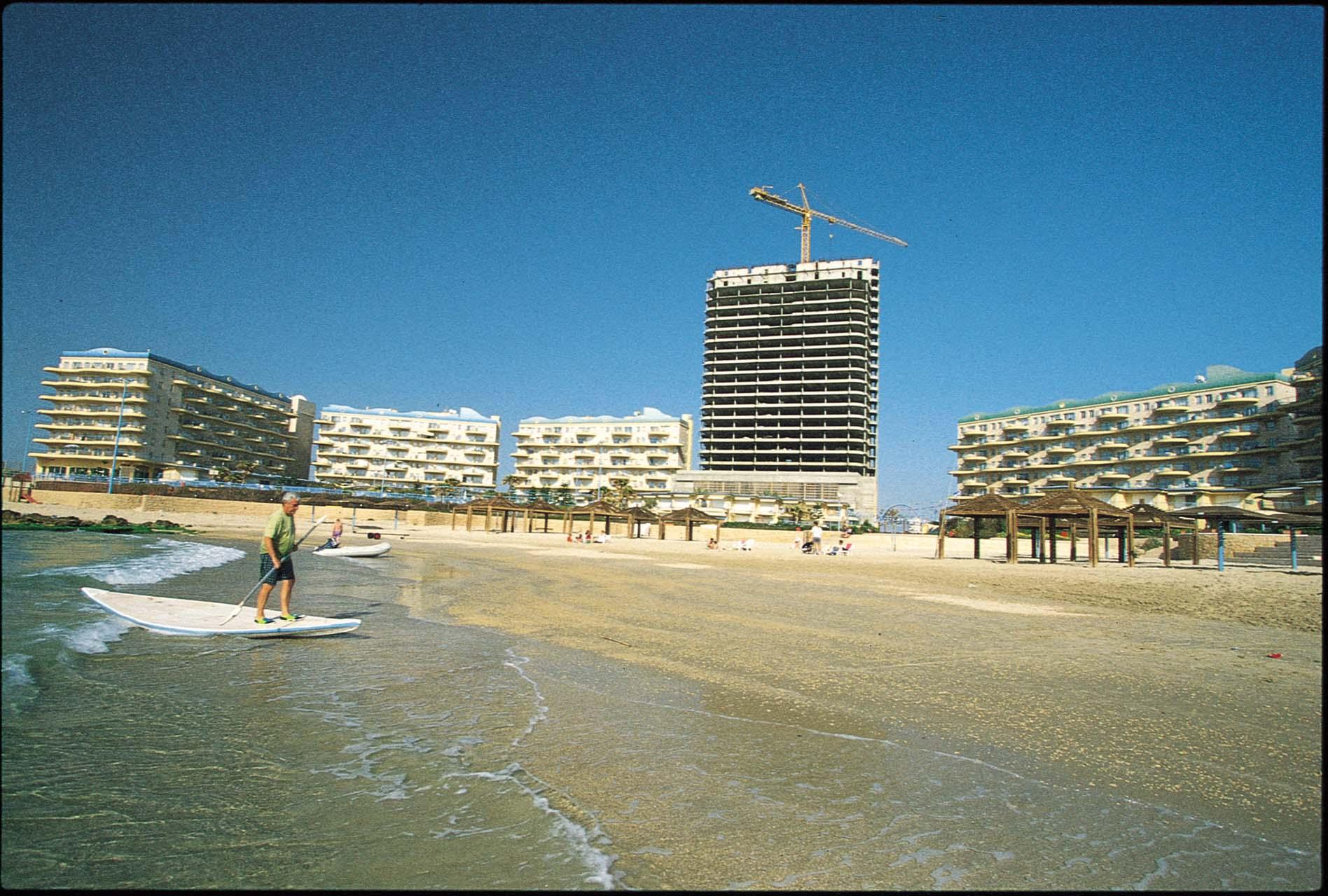 בנייה של מבנים על קו החוף